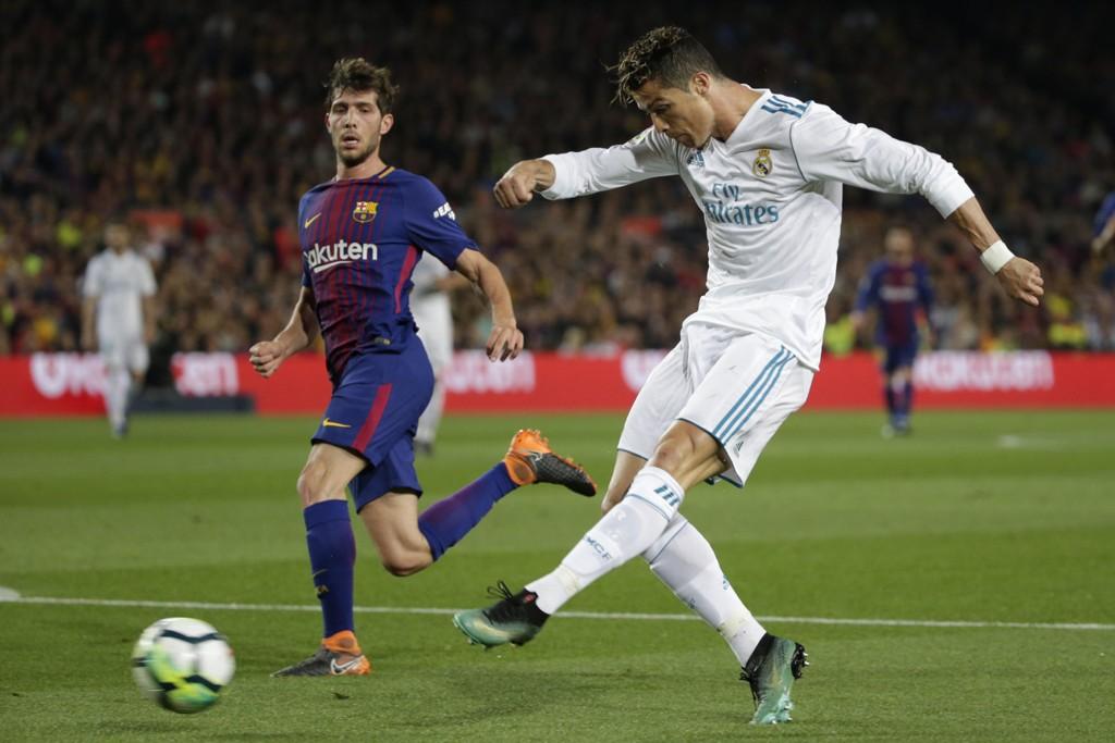 Real Madrids Cristiano Ronaldo er tilbake i trening etter ankelskaden han pådro seg mot Barcelona. Foto: AP Photo/Emilio Morenatti / NTB scanpix