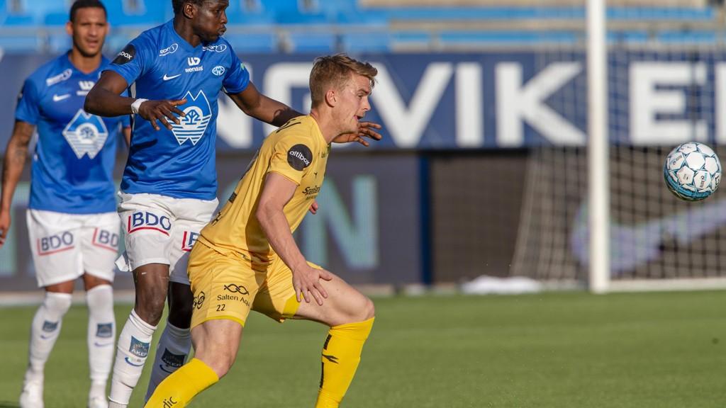Kristian Fardal Opseth scoret seiersmålet for Glimt borte mot Molde søndag kveld. Her i duell med Moldes Babacar Sarr. I bakgrunnen ser vi Ruben Gabrielsen.