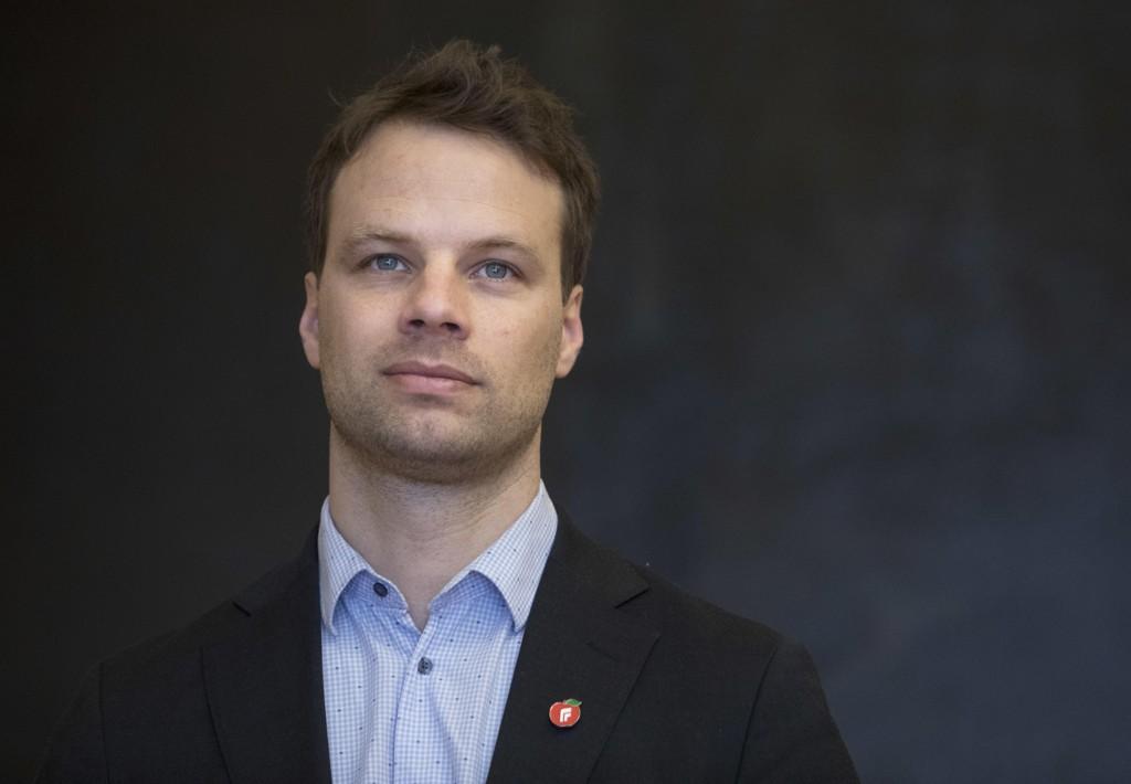 Frps innvandringspolitiske talsperson Jon Helgheim ønsker at Norge skal følge hovedlinjene i de nye forslagene som er lagt frem i Danmark for statsborgerskap.
