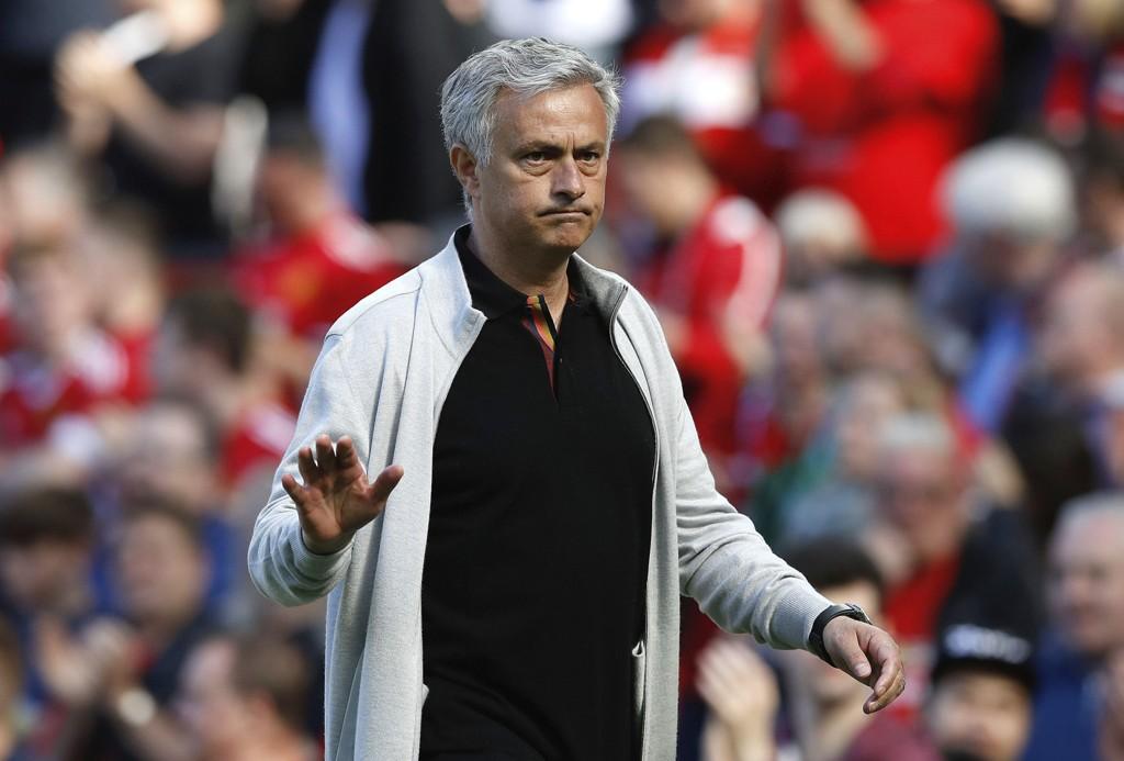 VIL HENTE GAMMEL KJENNING: José Mourinho skal være i ferd med å hente Chelseas Willian til Manchester United.