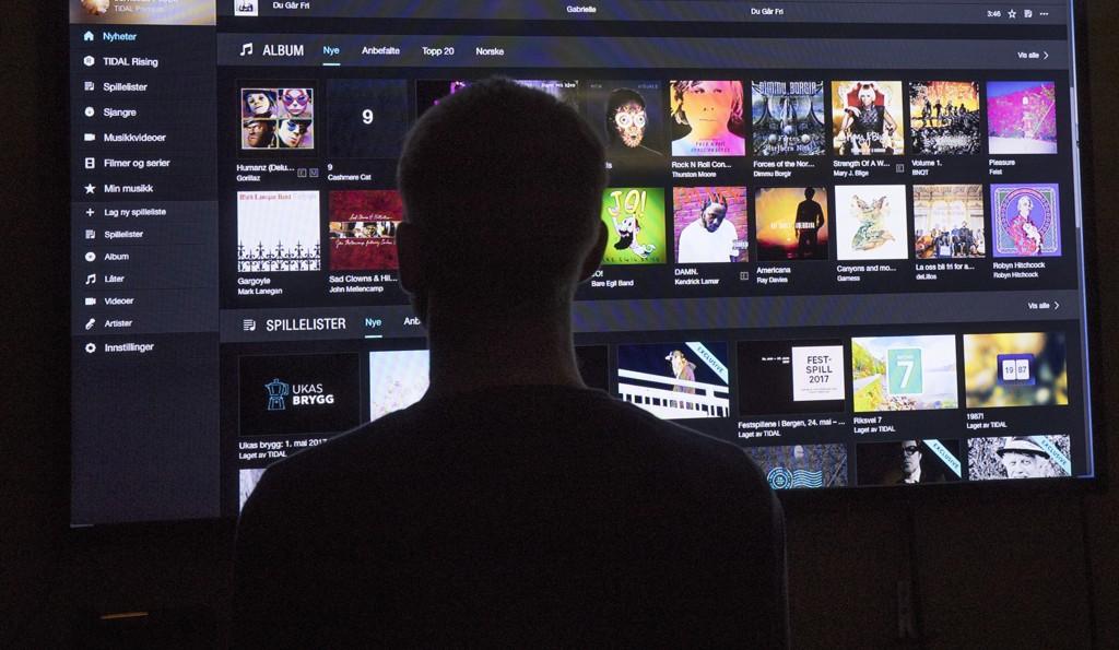Strømmetjenesten Tidal på en TV-skjerm. Etter oppslag i Dagens Næringsliv har flere organisasjoner politianmeldt Tidal. Foto: Terje Bendiksby / NTB scanpix