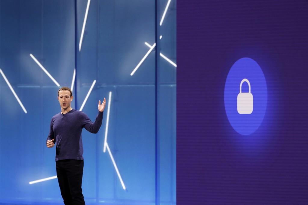Facebook-sjef Mark Zuckerberg har takket ja til en invitasjon fra EU-parlamentet om å forklare hvordan informasjon om millioner av brukere kunne havne på avveie. Foto: AP / NTB scanpix