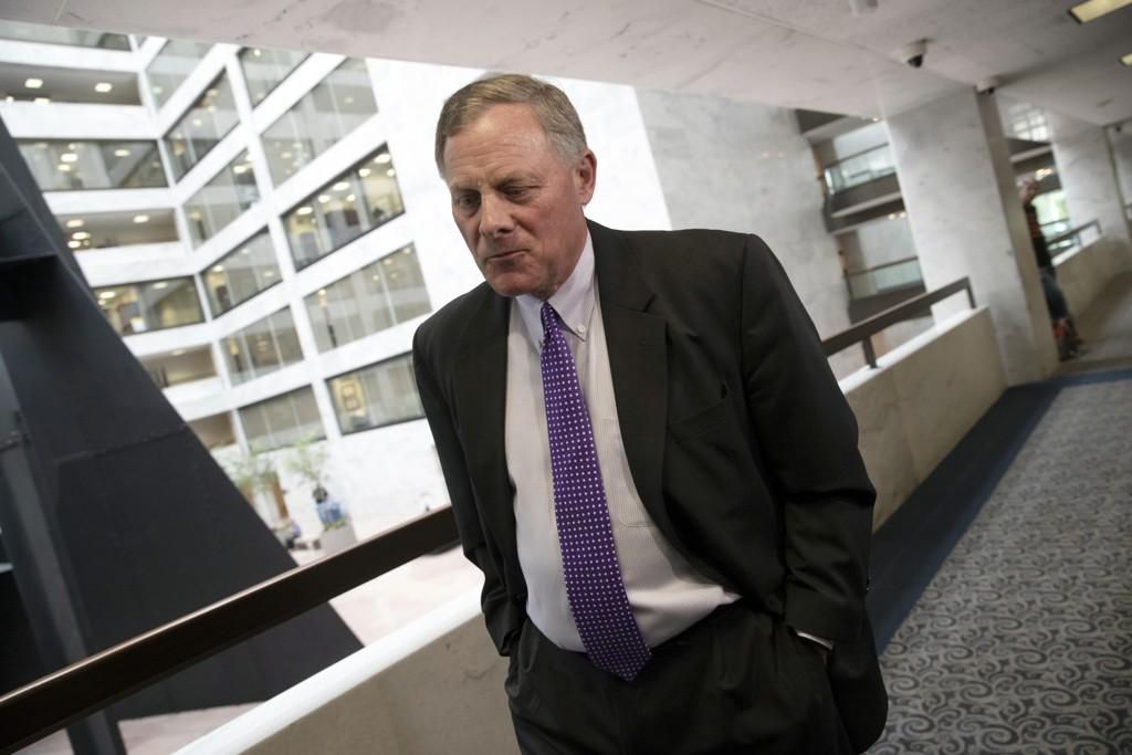 Den republikanske senatoren Richard Burr, som leder etterretningskomiteen i Senatet, sier komiteen har konkludert med at Russland blandet seg inn i den amerikanske presidentvalgkampen i 2016. Foto: AP / NTB scanpix