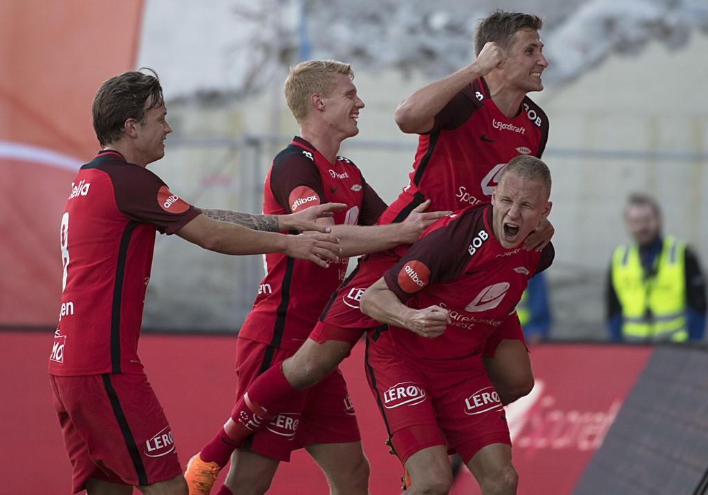 REDDET ETT POENG: Kristoffer Barmen (t.h.) sørget for at Brann tok ett poeng mot FK Haugesund da han utlignet i andre omgang.