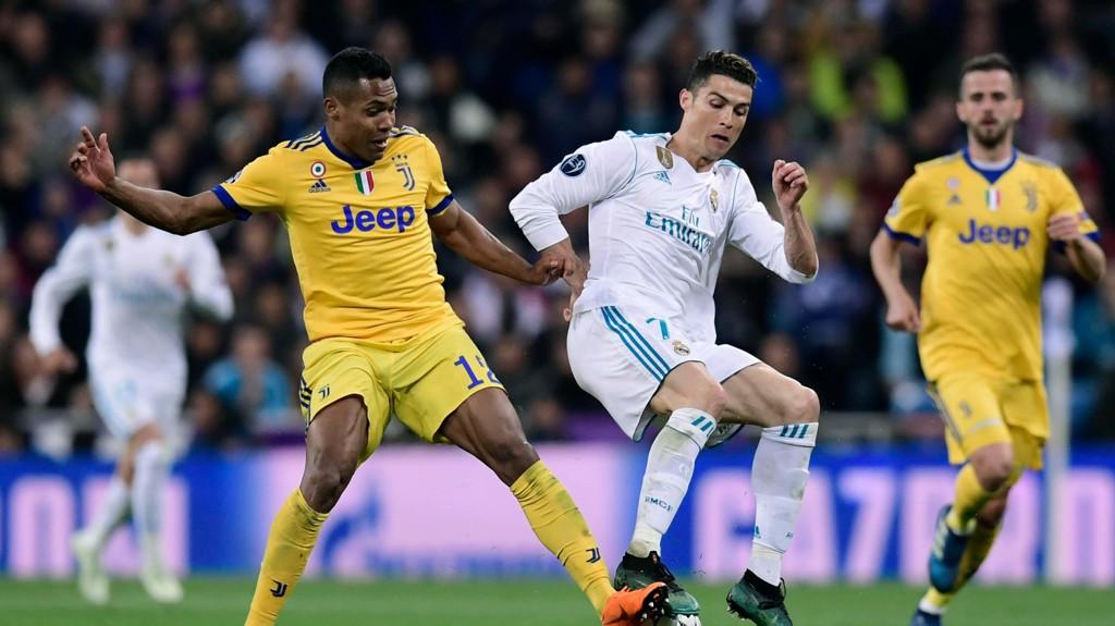 NY RØD DJEVEL? Alex Sandro skal være høyaktuell for Manchester United. Her i duell med Cristiano Ronaldo, en tidligere rød djevel.