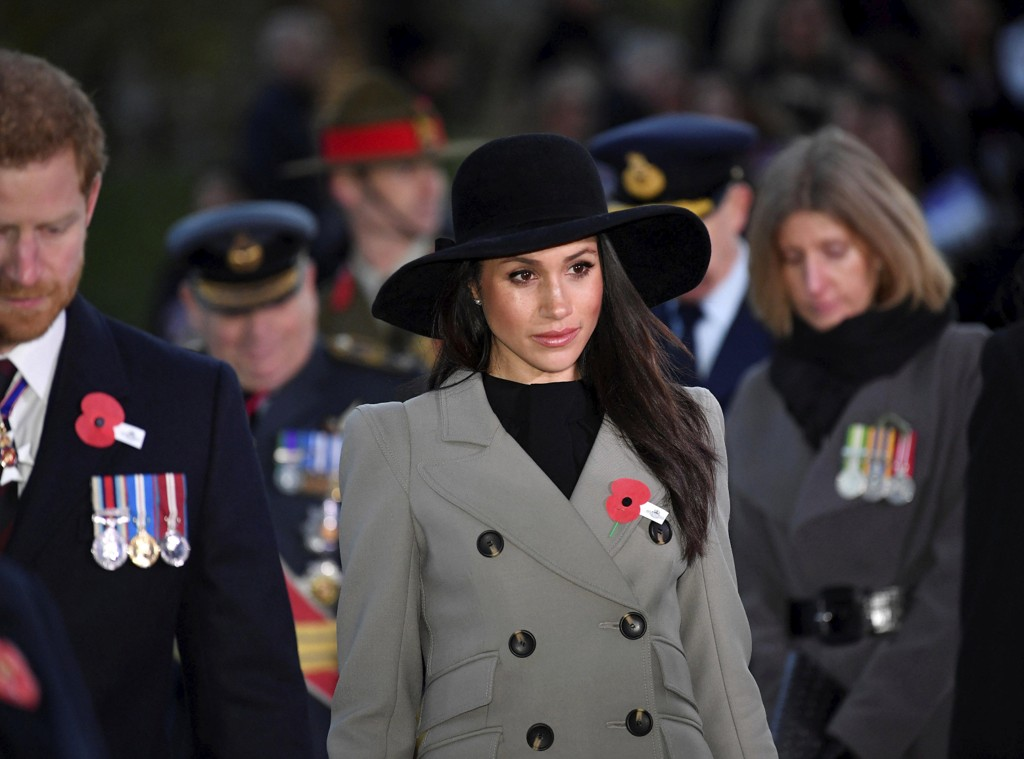 Meghan Markle sammen med forloveden prins Harry under en minneseremoni i London i april. Foto: AP/NTB scanpix