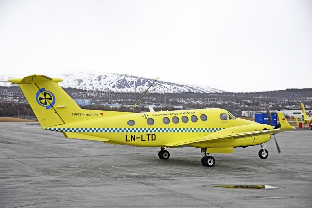 Et luftambulansefly fra Lufttransport på Tromsø Lufthavn. Operatøren Babcock Scandinavian Air Ambulance tar over luftambulansetjenesten i Norge i juli 2019. Selskapet eies av Babcock International som også står for produksjon av deler til atomvåpen. Foto: Rune Stoltz Bertinussen / NTB scanpix