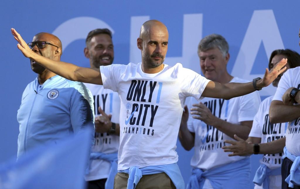 Pep Guardiola nyter livet i Manchester City. Torsdag skrev han under en ny kontrakt som varer ut 2020/21-sesongen. Foto: Richard Sellers / PA / AP / NTB scanpix