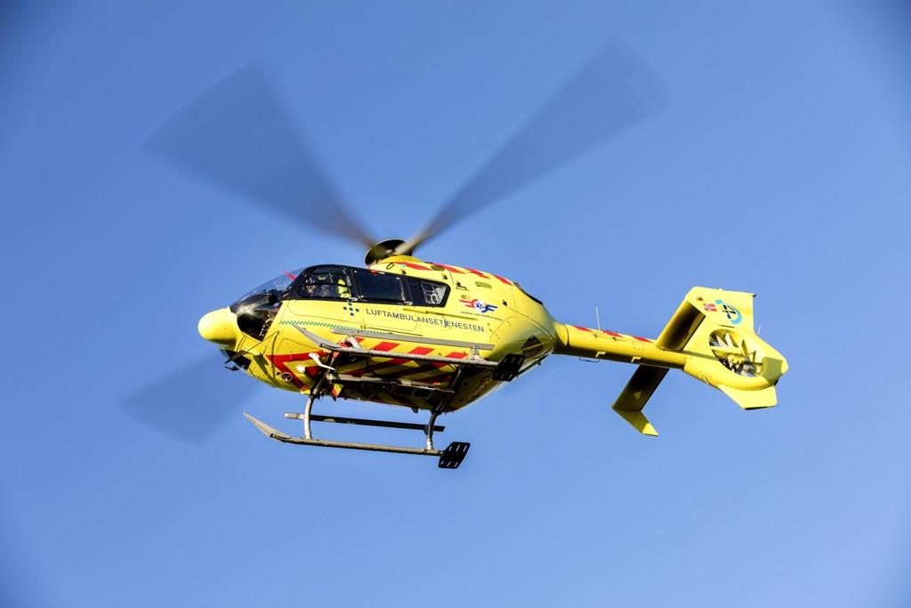 En mann er sendt til sykehus i luftambulanse etter å ha fått en bil over seg på Heistadmoen i Kongsberg. Illustrasjonsfoto: Gorm Kallestad / NTB scanpix