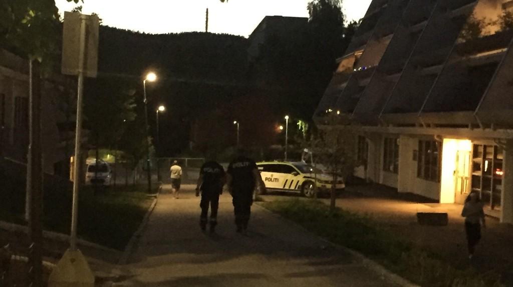 GJORDE AVHØR: Politiet var raskt på plass på Stovner i Oslo øst etter melding om at ungdommer hadde kastet stein mot Natteravnene. Én person ble alvorlig skadd etter å ha blitt truffet i hodet.