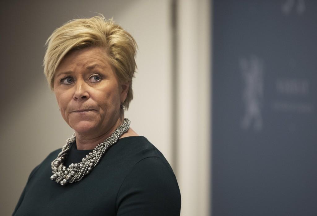 Etter at bensinprisene nådde nye høyder blir finansminister Siv Jensen minnet på uttalelser hun kom med for åtte år siden.