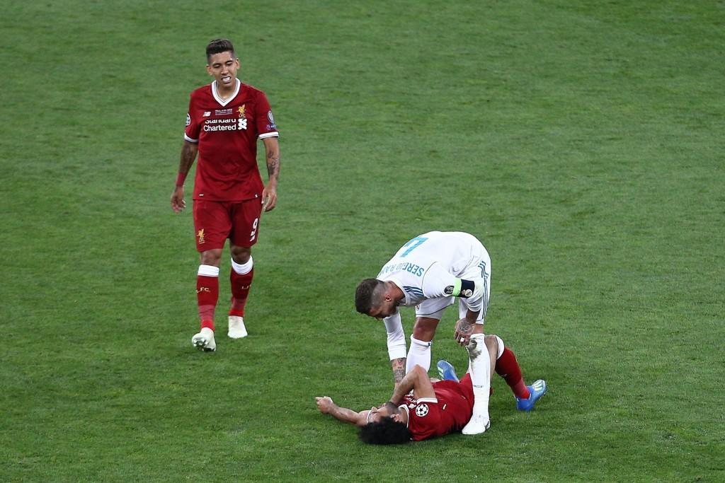 DUELL: Serigo Ramos og Mohamed Salah havnet i duell i Champions League-finalen.
