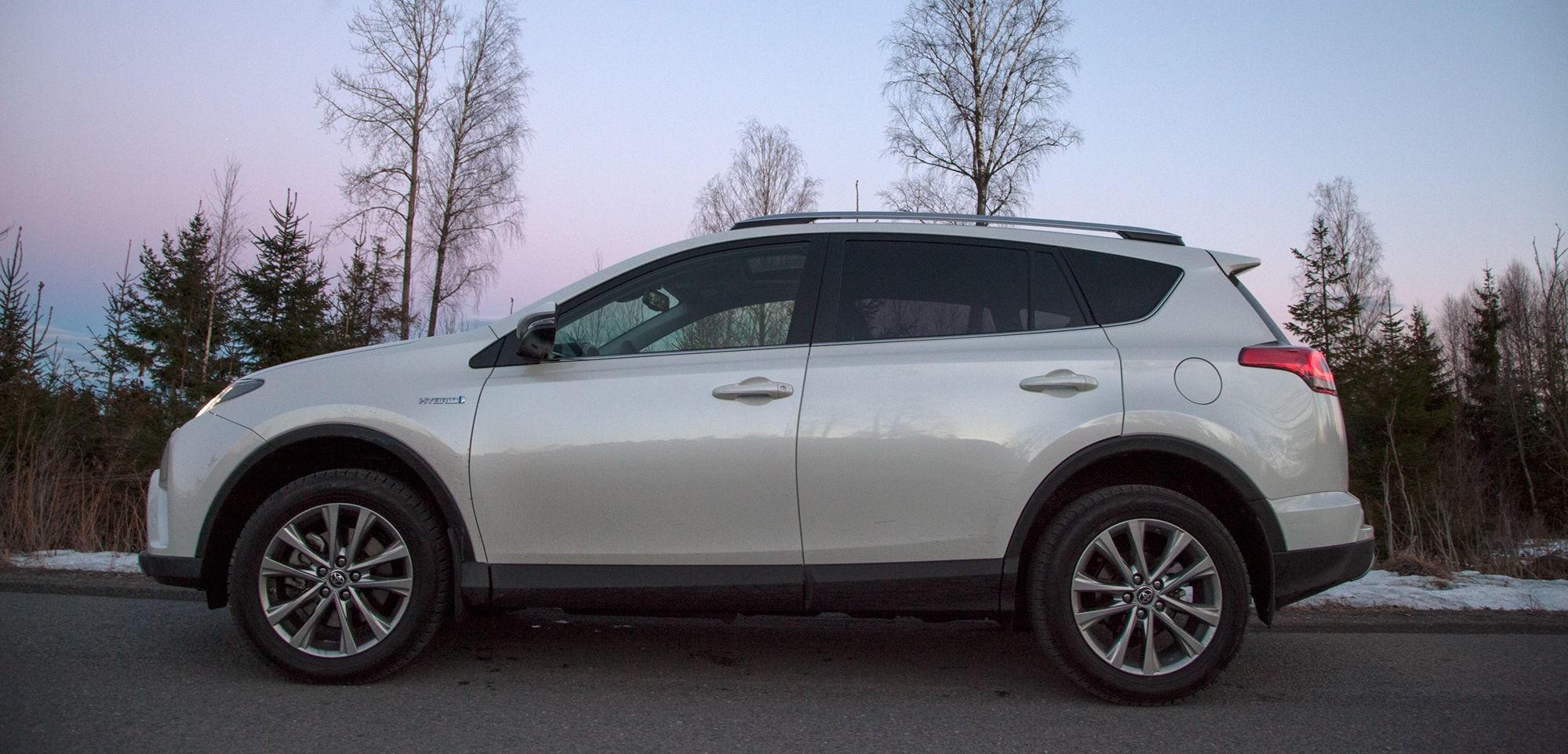 RAV4 har vært en stor suksess for Toyota i mange år. Her hjemme har den lenge vært en av de mest solgte SUV-ene.