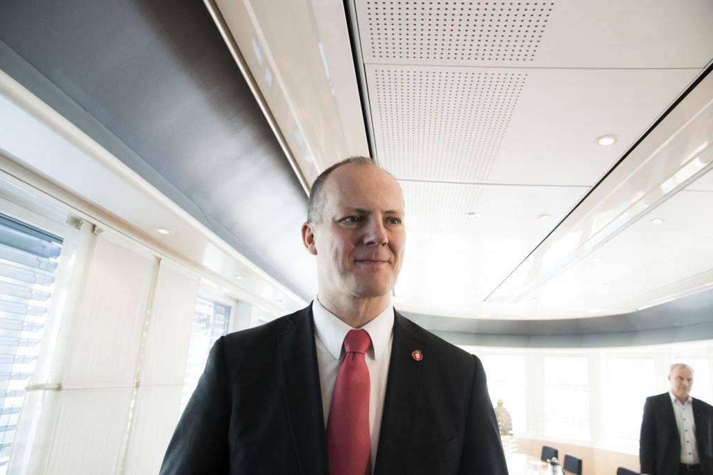 FULL FART: Samferdselsminister Ketil Solvik-Olsen (Frp) har fått fart på veiutbyggingen. Samtidig er det også full fart i bompengeinnkrevingene.