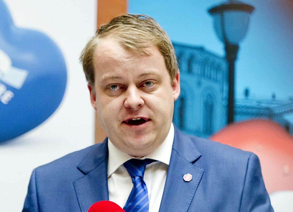 VIL BREMSE: Fremskrittspartiets Erlend Wiborg, som leder Stortingets arbeids- og sosialkomite, mener noen av utbetalingene er problematiske.