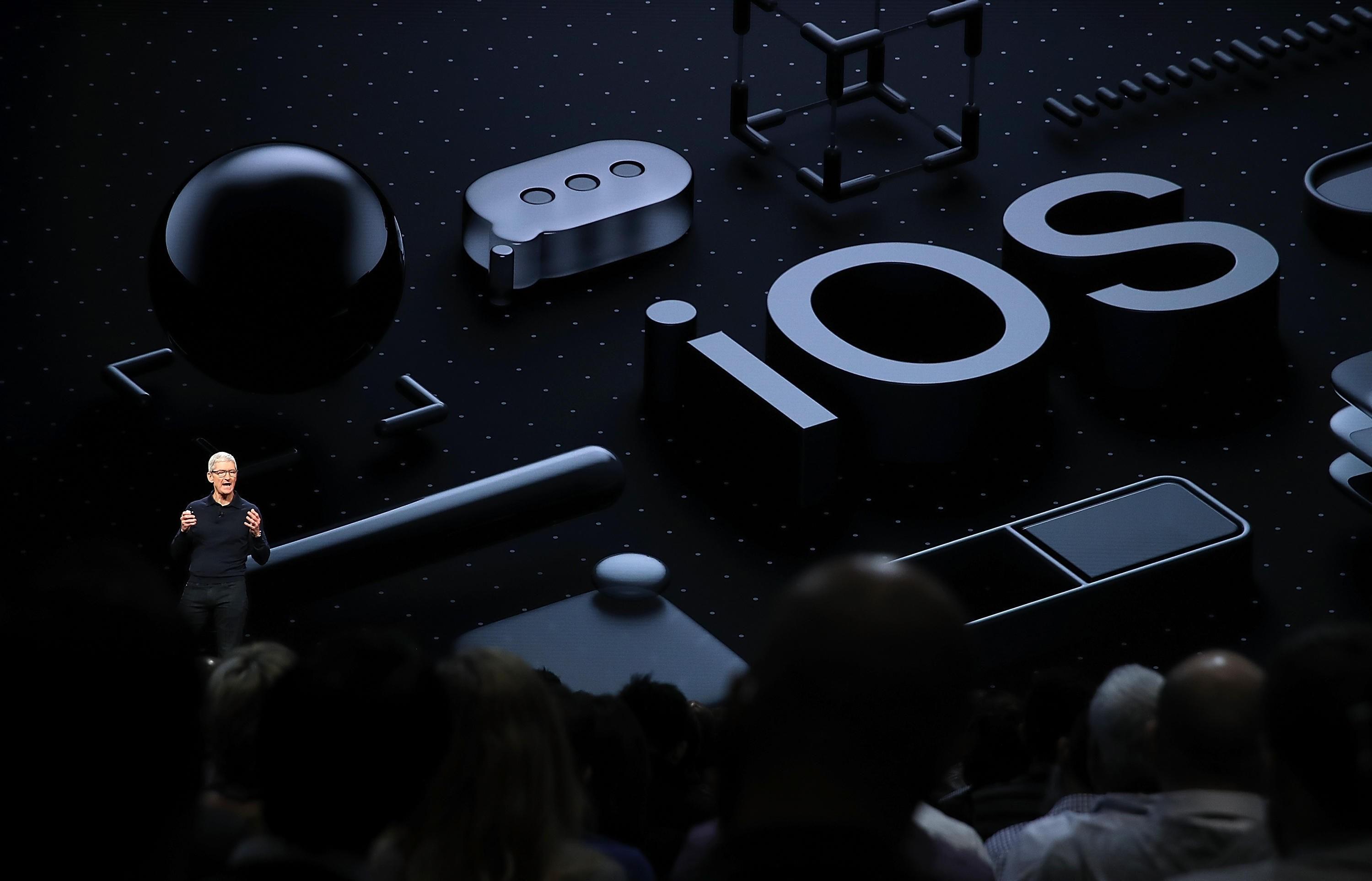 WWDC 2018: Apple sparker i gang tekno- og utviklermessen WWDC mandag klokken 19.00 norsk tid. Det er forventet at applesjef Tim Cook vil avduke de største nyhetene i Apples neste operativsystem iOS 12 under hovedtalen mandag kveld.
