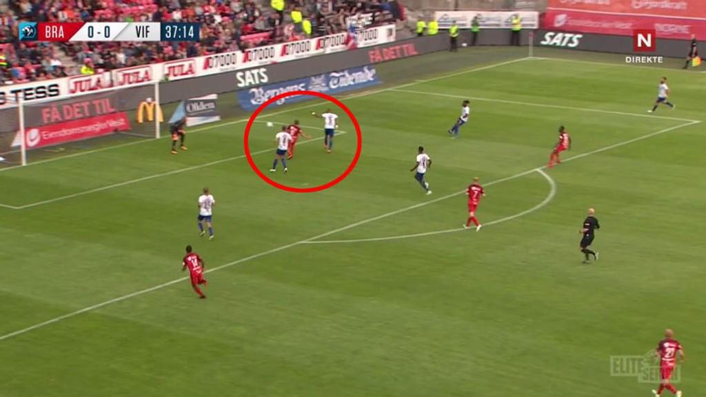 NESTEN: Her sender Felipe Carvalho ballen i egen stolpe kort tid før pause.