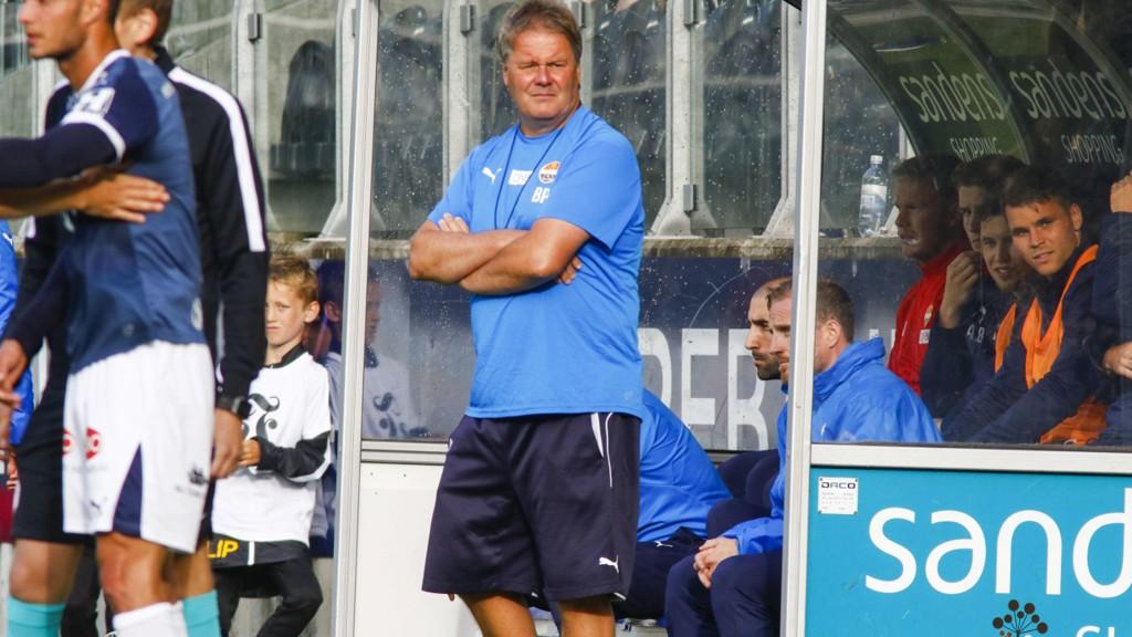 TILBAKE: Strømsgodset-trener Bjørn Petter Ingebretsen under eliteseriekampen mellom Start og Strømsgodset på Sør Arena.