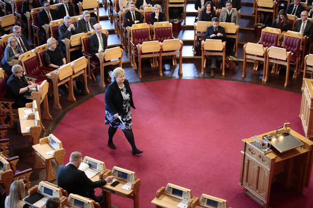Stortingsrepresentantene bevilger seg selv 2,8 prosent og 26.000 kroner i lønnsøkning. Statsminister Erna Solberg har en grunnlønn på over 1,6 millioner kroner og får dermed en god del mer, ifølge Aftenposten. Foto: Håkon Mosvold Larsen / NTB scanpix