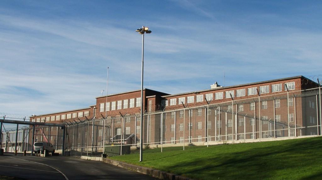 I Norge prøver vi å forebygge nye straffbare handlinger med å ha humane fengsler som respekterer fangenes egenverd og rettssikkerhet og samtidig lære dem et yrke de kan begynne med når de slipper ut.