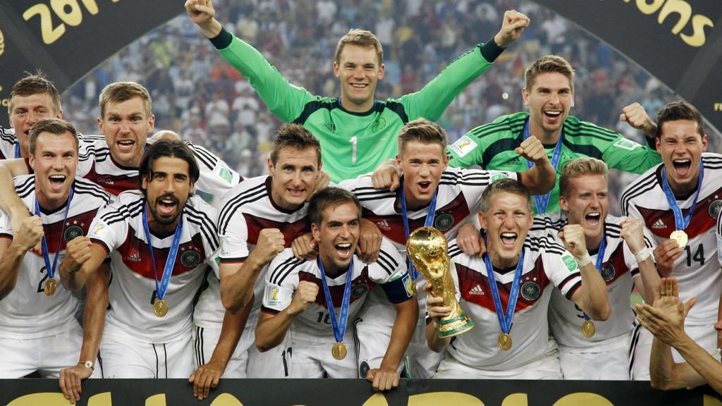 MESTERNE: Tyskland vant sist. Hvem stikker av med trofeet denne gangen?