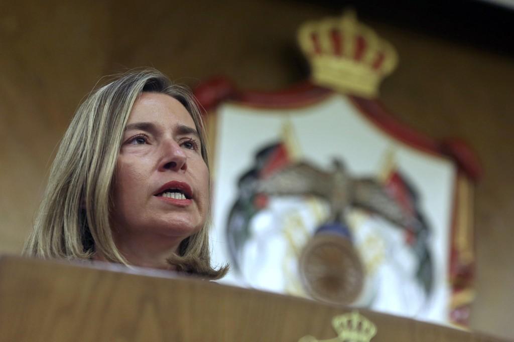 EUs utenrikssjef Federica Mogherini mener EU bør ha et «fredsfond», som blant annet skal kunne brukes til å kjøpe krigsmateriell til samarbeidsland i Afrika. Foto: AP / NTB scanpix