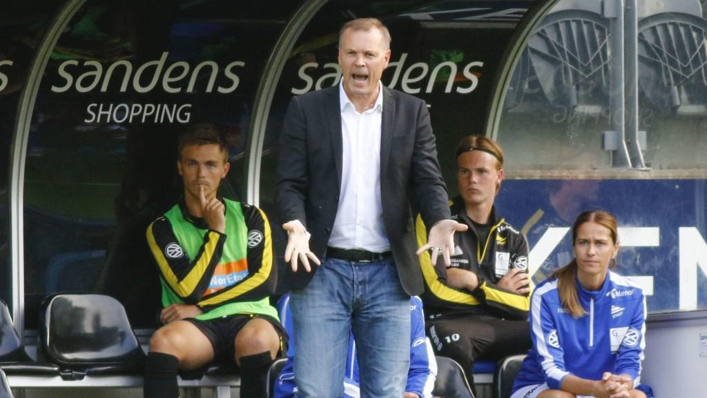 CUPKAMP: Start-trener Kjetil Rekdal under onsdagens cupkamp mellom Start og Hamkam på Sør Arena.
