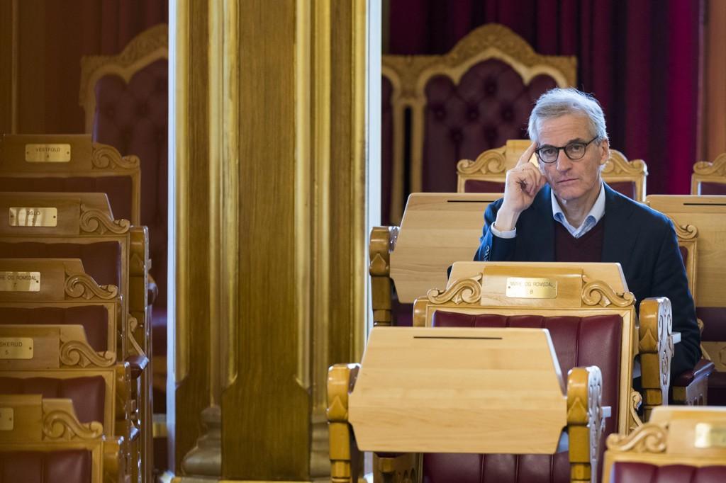 Jonas Gahr Støre og Arbeiderpartiet går fram på ANBs siste meningsmåling, men vil kunne bli avhengige av MDG og Rødt for å få flertall i Stortinget. Foto: Heiko Junge / NTB scanpix