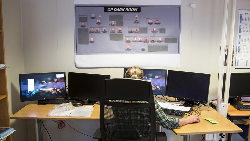 """RULLET OPP OVERGREP: Fra dette rommet ved politihuset i Bergen jobbet 25 personer med operasjon """"Dark Room"""" i ti måneder. Bildet er tatt i november 2016."""