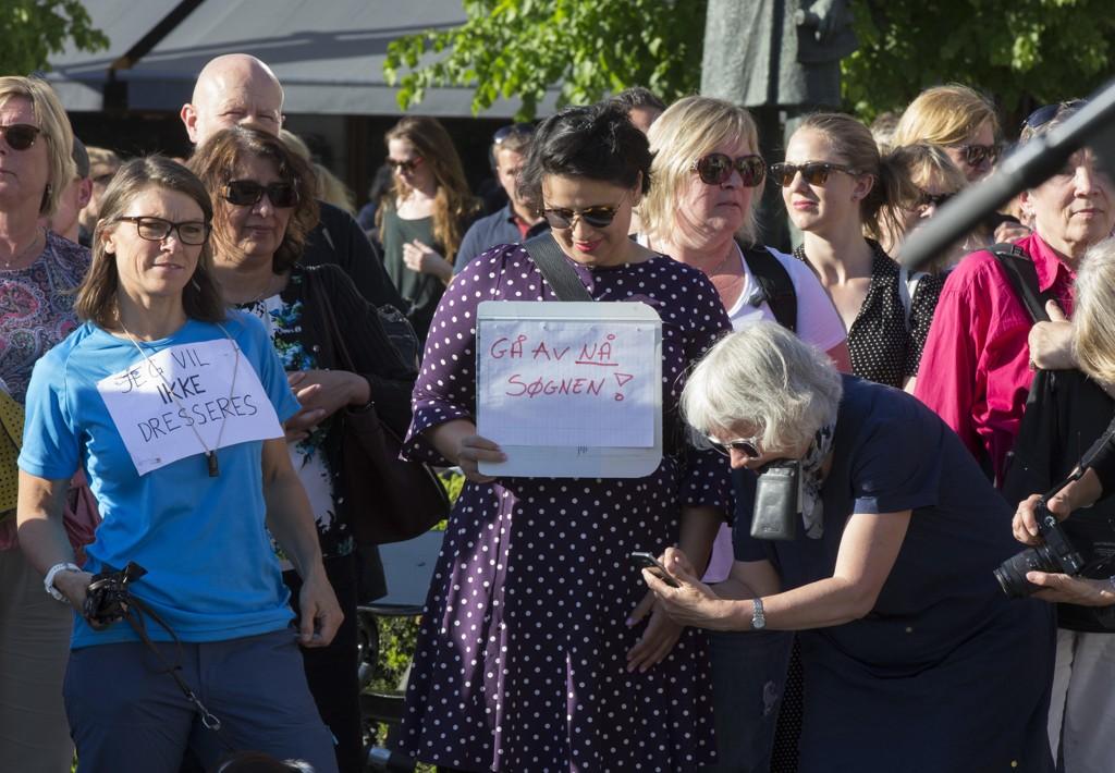 KRITIKK: Utdanningsdirektør Astrid Søgnen har måttet tåle mye kritikk fra egne rekker, noe som blant annet kom til overflaten under den store demonstrasjonen for lærernes ytringsfrihet 22. mai. Noen av de frammøtte bar plakater som krevde Søgnen fjernet. Nå er det kommet fram at Utdanningsetaten fikk et varsel om Søgnens lederstil i 2014.