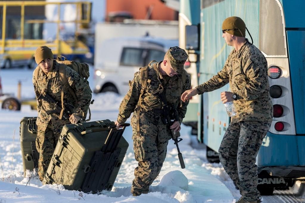 Utplasseringen av amerikanske soldater på norsk jord vekker ikke begeistring i Russland. Her amerikanske soldater som ankommer Værnes i fjor. Regjeringen ønsker å utvide antall soldater og også åpne base i Troms. Foto: Ned Alley / NTB scanpix
