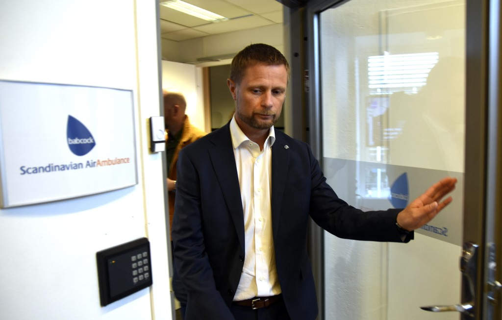 Helse- og omsorgsminister Bent Høie (H) startet uka med et besøk hos Babcock Scandinavian Air Ambulance i Tromsø. Foto: Rune Stoltz Bertinussen / NTB scanpix