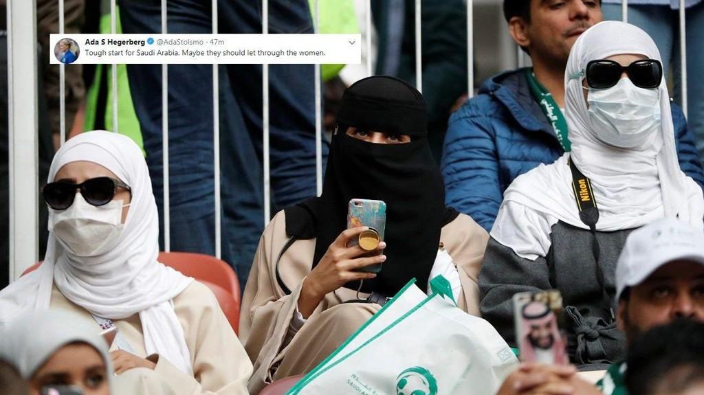 KLAR MELDING: Ada Hegerberg mener det er på tide å slippe frem kvinnene i Saudi-Arabia. Her er tre kvinner på tribunen under åpningskampen i VM mellom Russland og Saudi-Arabia.