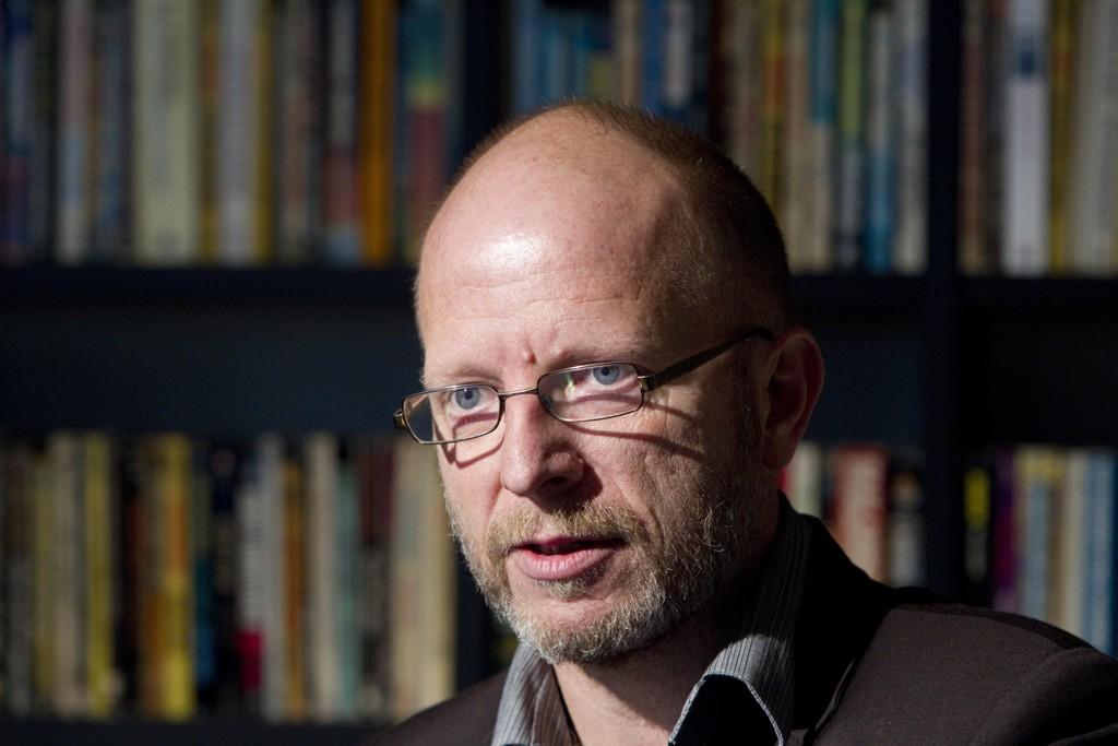 """DØMT: Her er forfatter Geir Selvik Malthe-Sørenssen under presentasjonen av boken """"Forfalskningen - Politiets løgn i Treholt-saken"""" i 2010."""