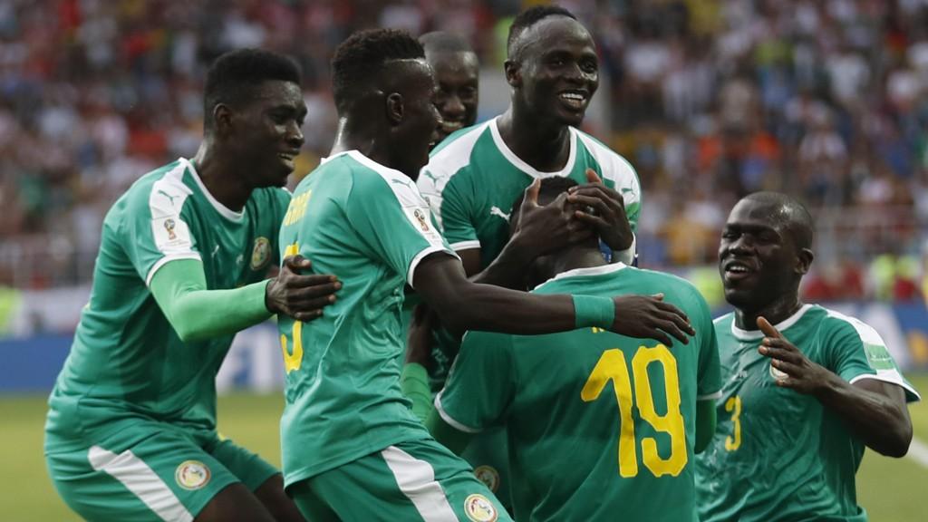 FULL JUBEL: Senegal kunne juble for to scoringer og seier.