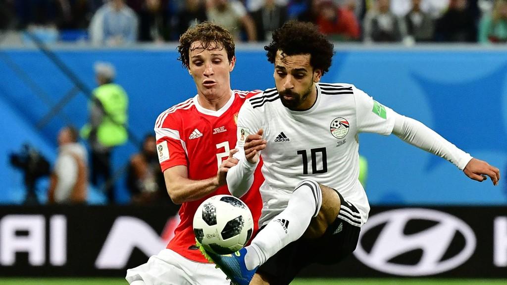 TIL LITEN NYTTE: Mohamed Salah og Egypt maktet ikke å slå tilbake mot Russland og Mário Fernandes.