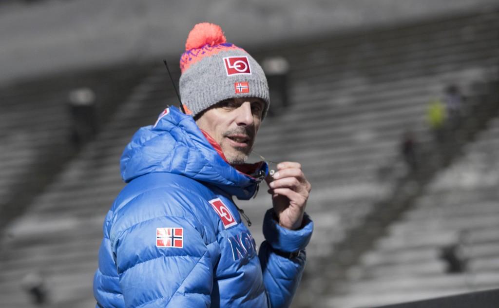 Tomme tribuner i Holmenkollen bekymrer landslagssjef Alexander Stöckl. Foto: Terje Bendiksby / NTB scanpix