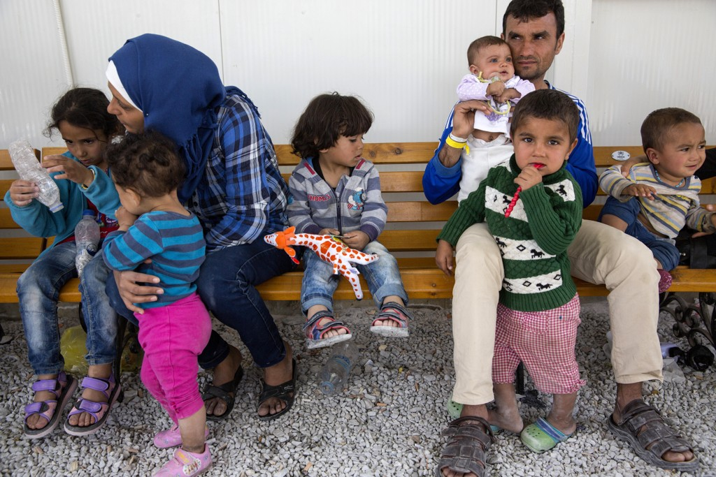 Afghansk familie på flukt fra hjemlandet i Moria-leiren på Lesvos i Hellas under flyktningkrisen. Foto: Tore Meek / NTB scanpix