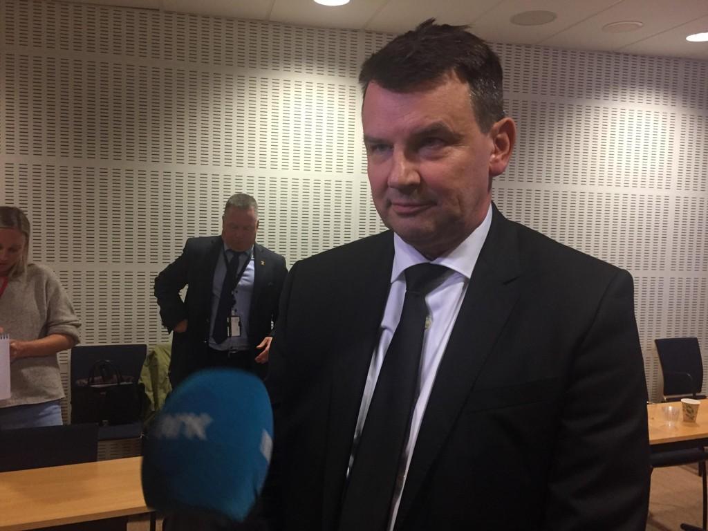 MAKTESLØSE: Justisminister Tor Mikkel Wara (Frp) og barne- og likestillingsminister Linda Hofstad Helleland (H) er i praksis maktesløse mot de unge gjengangerne.