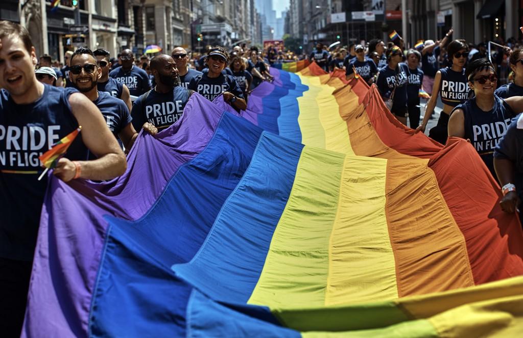 Det er i disse dager Pride-markeringer over hele verden. Fotballspilleren Collin Martin i Minnesota United sto fredag fram som den i øyeblikket eneste åpent homofile spiller i de fem største nordamerikanske proffligaene. Foto: Andres Kudacki, AP / NTB scanpix