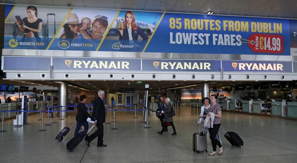 ER I FORHANDLINGER: Ryanair sier de forhandler med kabinpersonalets fagforeninger, men kaller kravene «meningsløse» og viser til at kabinpersonalet tjener opp i 40.000 euro i året (rundt 378.000 norske kroner).