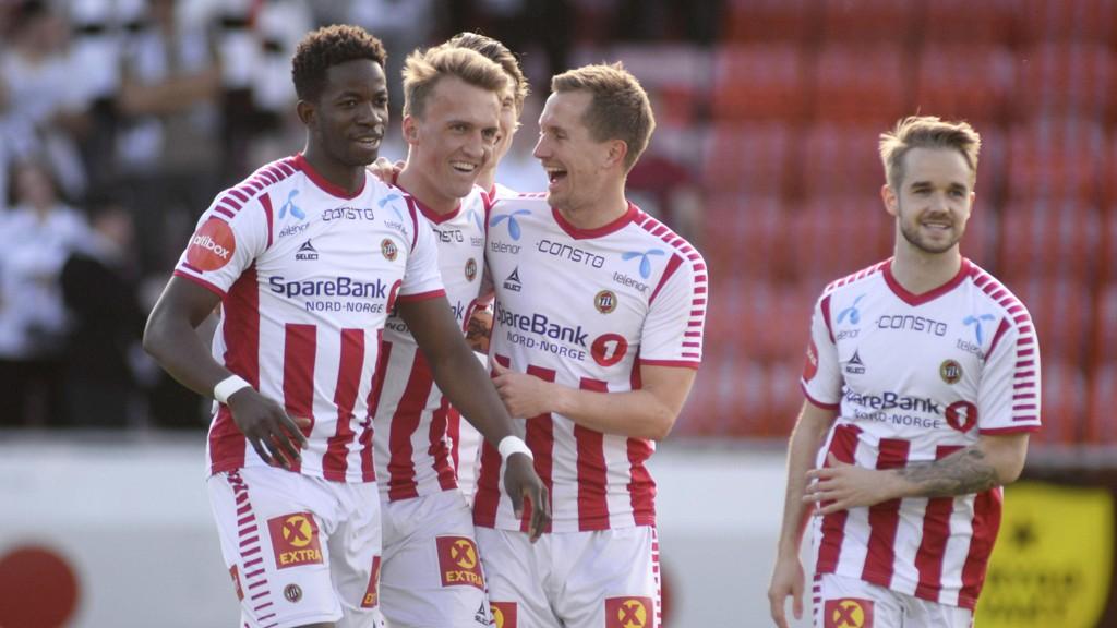 Runar Espejord gratuleres av lagkameratene Mushaga Bakenga, Morten Gamst Pedersen og Daniel Berntsen etter å ha satt 2-1 mot Odd forrige søndag.