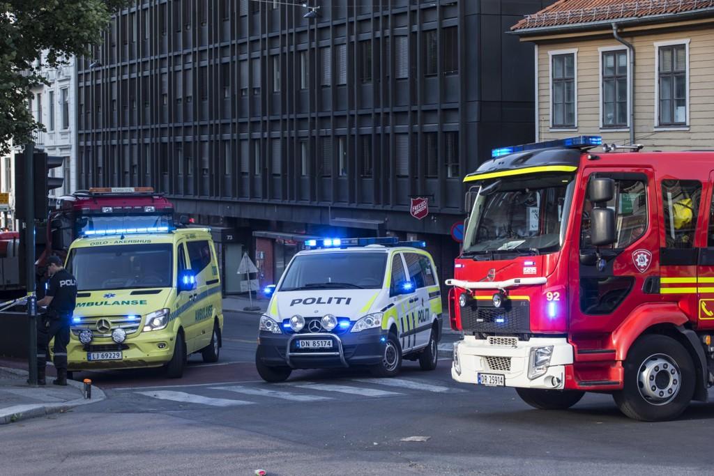 Politiet sperret av gatene rundt St. Olav domkirke i forbindelse med brannen. Foto: Trond Reidar Teigen / NTB scanpix