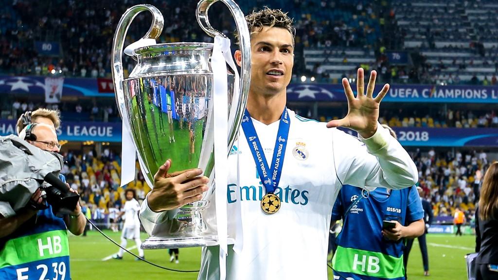 TIL ITALIA: Cristiano Ronaldo har signert for Juventus.