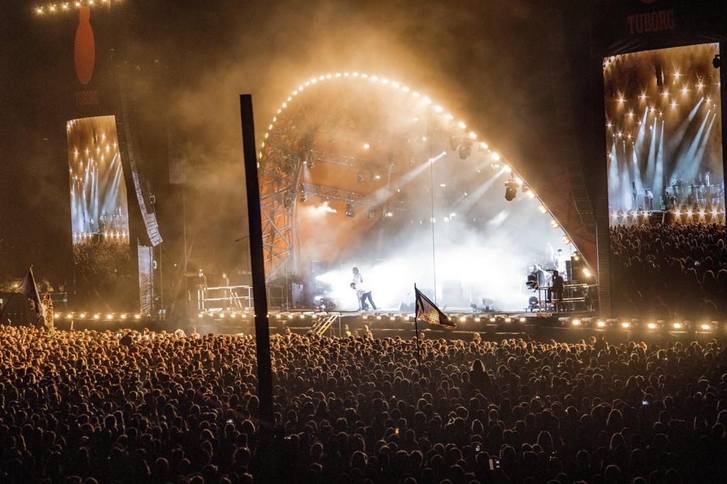 Voldteksforsøket på Roskilde fant sted natt til lørdag 7. juli. Natt til søndag 8. juli dag falt rapperen Del the Funky Homosapien ned fra scenen under Gorillaz' konsert på Roskilde-festivalen. Bildet er tatt like etter at han falt av scenen.