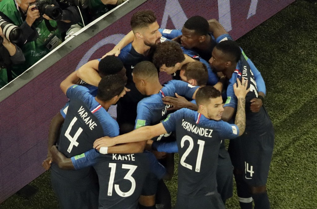 Frankrike kan juble over VM-finale, mens TV 2 gliser bredt over gode seertall. Foto: Dmitrij Lovetskij / AP / NTB scanpix