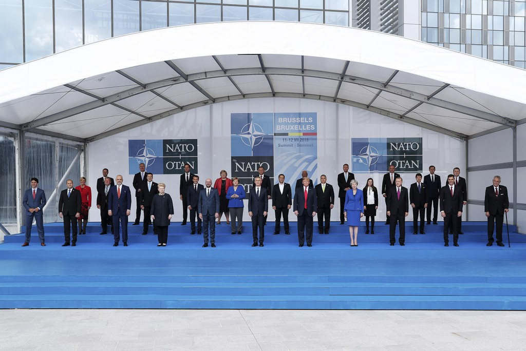 De 29 statslederne og NATOs generalsekretær Jens Stoltenberg på «familiebildet» under NATO-toppmøtet i Brussel onsdag. Foto: Torbjørn Kjosvold / Forsvaret / NTB scanpix