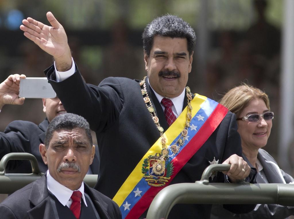 President Nicolás Maduro og førstedame Cilia Flores feiret uavhengighetsdagen 5. juli. Da var det gått 207 år siden landet erklærte seg uavhengig fra Spania. Foto: AP / NTB scanpix