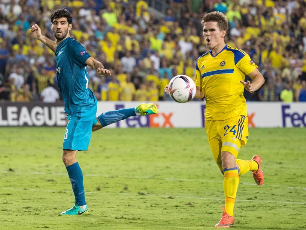 Den tidligere VIF-spissen Vidar Kjartansson (t.h.) skal forsøke å skyte Maccabi til Europaligaen denne sesongen. AFP PHOTO / JACK GUEZ