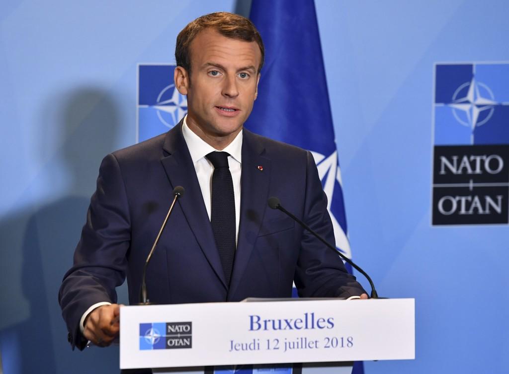 Frankrikes president Emmanuel Macron benekter president Donald Trumps påstand om at NATO-landene er enige om å bruke mer penger på forsvar. Foto: Geert Vanden Wijngaert / AP / NTB scanpix